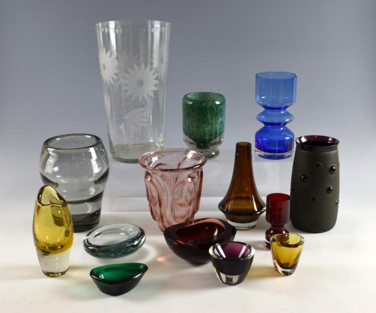 A collection of mid 20th C glass vases and bowls,