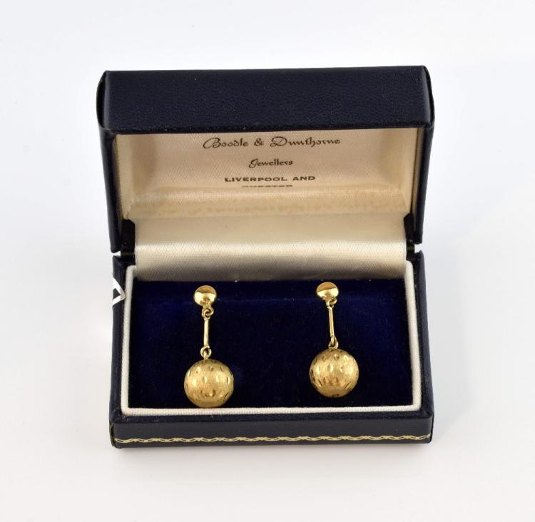 Stuart Devlin, a pair of gold earrings, textured g