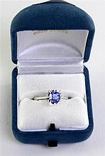 Solitaire tanzanite ring stone, 1 ct, set in white gold Solitaire