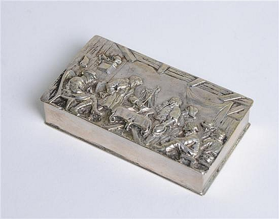 19th century Dutch snuff box with embossed decoration of figures in an inn 3