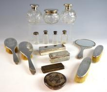 George V silver-mounted dressing table set, engrav