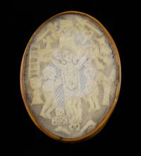 17th / 18th century horn oval snuff box with inset