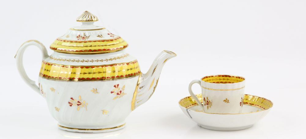 Early 19th century Chamberlain's Worcester teapot,
