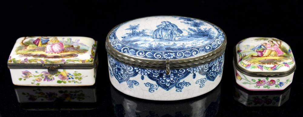 Enamelled blue and white oval box the cover painte