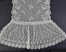 19th C lace stole or veil, worked on net with flor