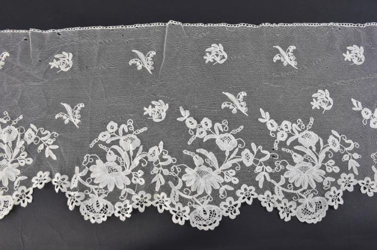 Honiton long Lace flounce, with design of floral s