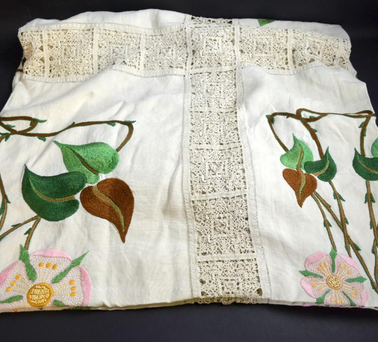 English bed cover with Arts and Crafts design, wit