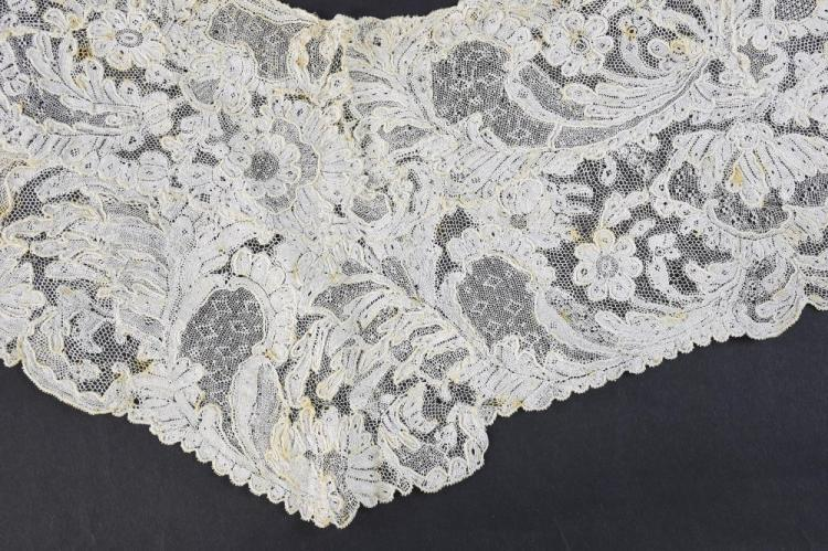 A  French point D' Alecon lace collar, C 1750 .Pro