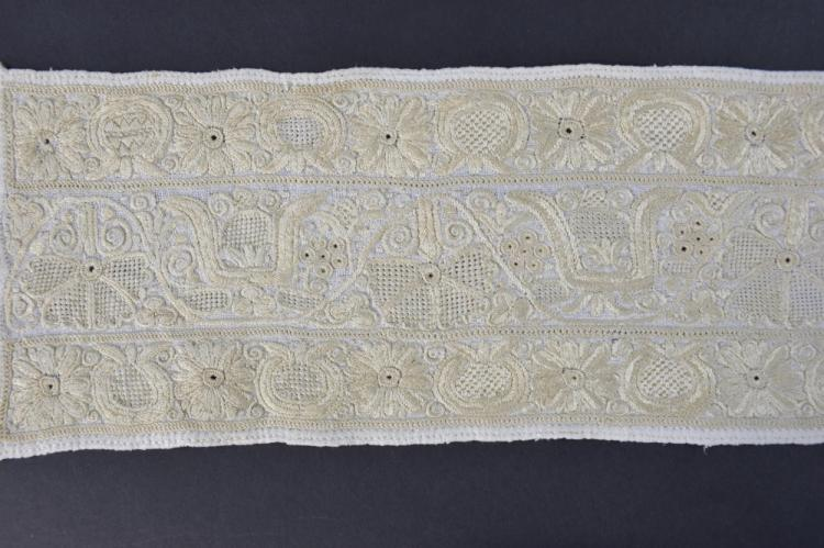 Hungarian stole with extensive embroidery, continu