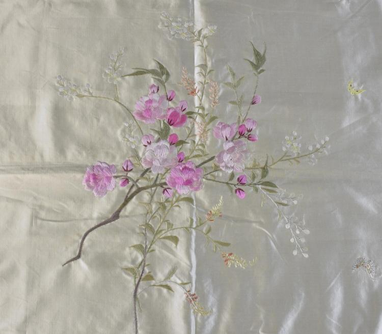 Silk cover with embroidery in satin stitch of silk