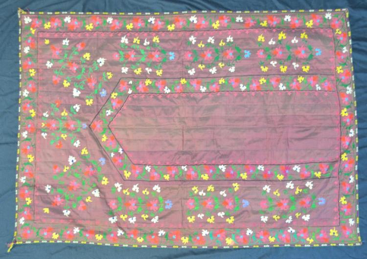 A prayer hanging embroidered with polychrome flowe