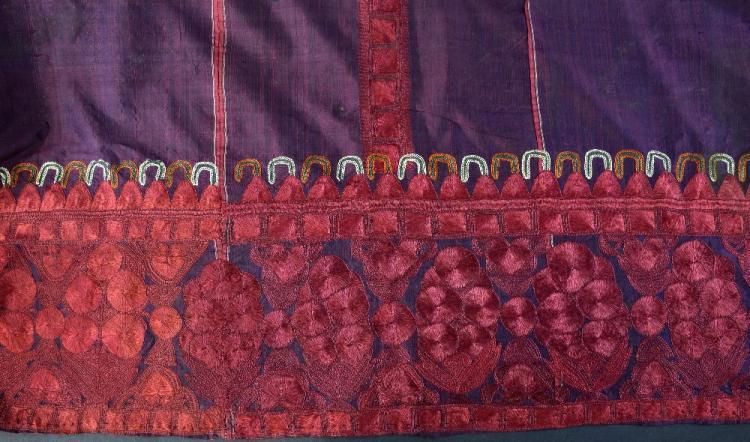 Indian head shawl, Sind first quarter 20th C,  pur