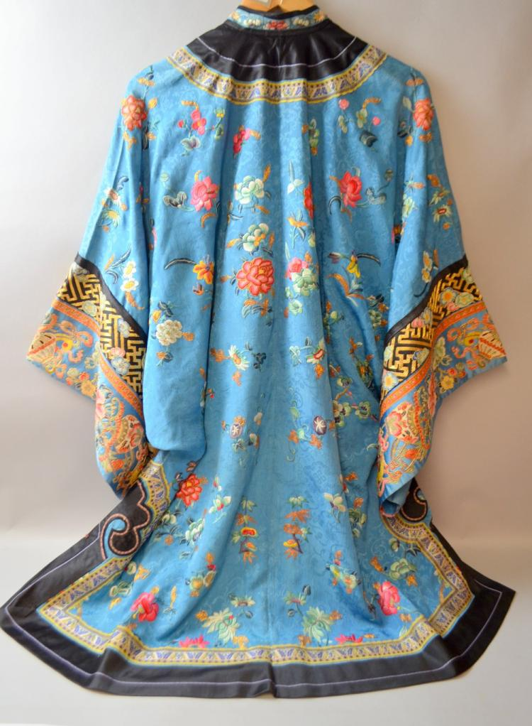 Chinese Qing dynasty robe of blue patterned silk