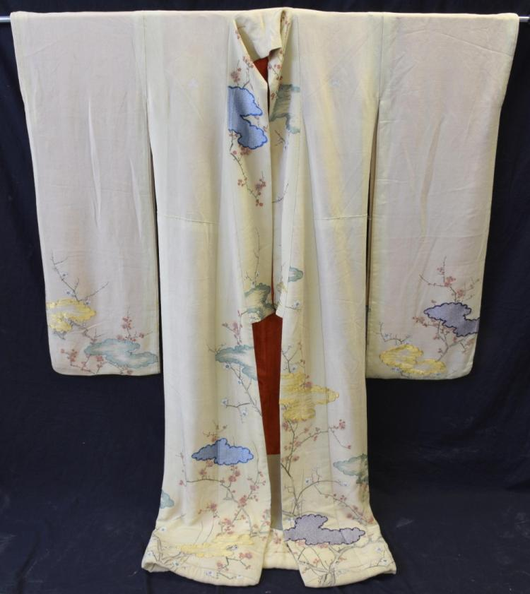 A fine Japanese wedding kimono, hand painted on si