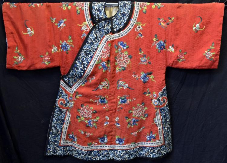 Chinese Qing dynasty robe of red figured silk with