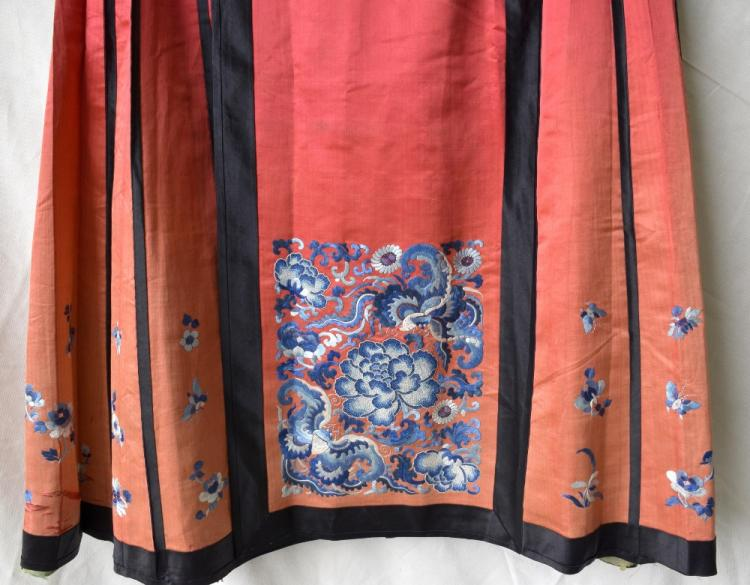 Chinese Qing dynasty skirt, of red silk with panel