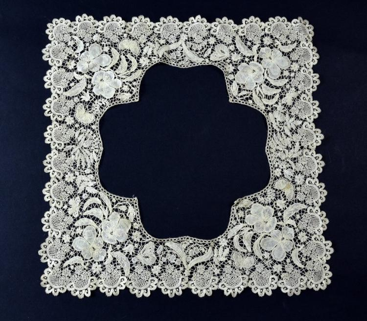 A fine 18th C lace border or collar intricately wo