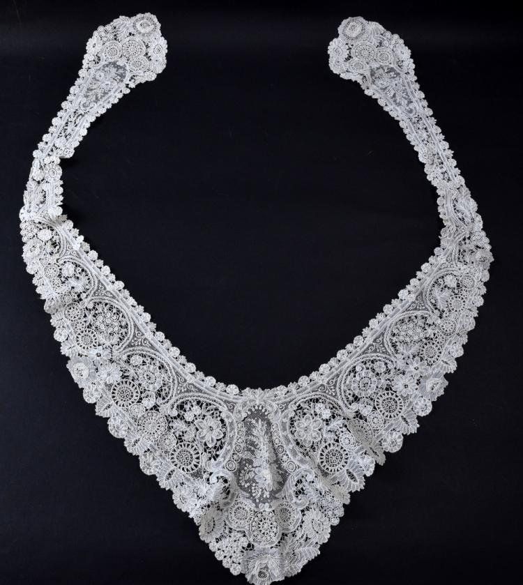 Brussels point de Gaze, a fine  white lace collar