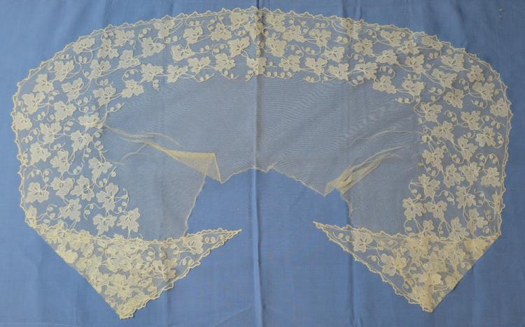Early 19th C Irish lace collar, pelergrine, carric