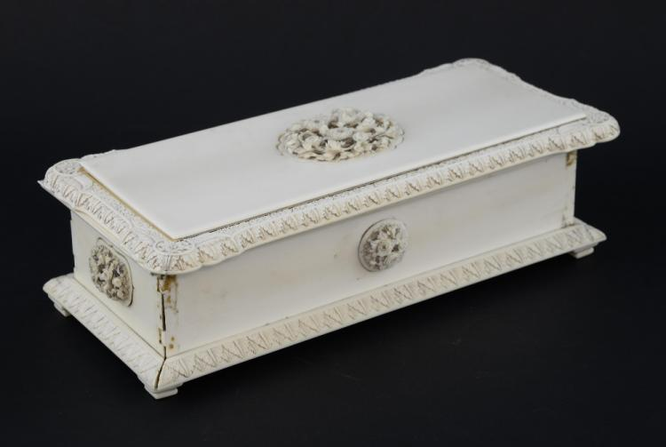 Chinese ivory box with hinged cover, with panels i