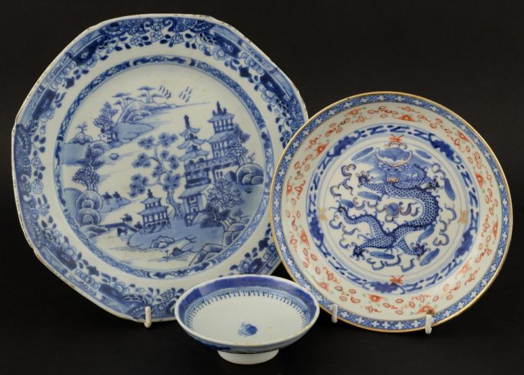 19th century Chinese blue and white octagonal plat