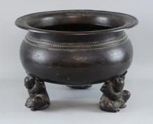 Chinese bronze cauldron raised on three figural feet, diameter 37cm,