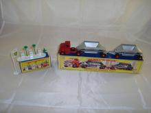 A boxed Matchbox A1 garage forecourt together with a boxed M4 Fruehauf Hopper Train. G-VG in G boxes (2)