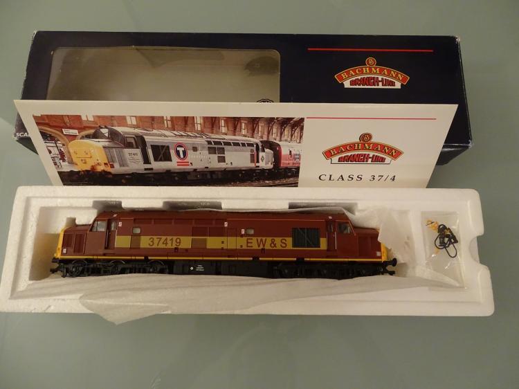 model railways oo gauge a bachmann 32 375 class 37 4 die. Black Bedroom Furniture Sets. Home Design Ideas