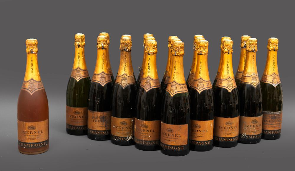 20 bouteilles CHAMPAGNE IVERNET comprenant 19 bouteilles Blanc de blanc et 1 Rosé 20 bottles
