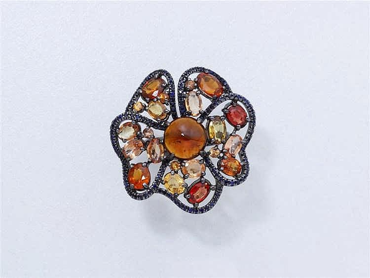 Bague en argent 800 millièmes ajouré, stylisant une fleur ornée d'un caboch