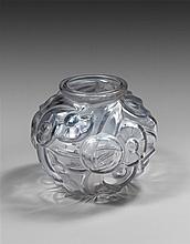 David GUERON (XXème siècle) Vase en verre mouluré à motif floral - H. 20 cm - D 23 cm