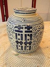Porcelain Vase with lid - Asian Art