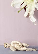 Enfant Jésus en ivoire sculpté en ronde-bosse