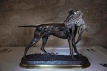 Jules MOIGNIEZ (1835-1894)  Setter tenant un lièvre    Bronze à patine brune signé sur la terrasse