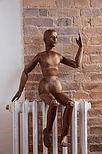 Mannequin d'atelier fin du XIXe siècle En bois de résineux verni au corps articulé