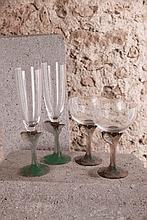 DAUM FRANCE      Lot composé d'une paire de flûtes et d'une paire de verres à vin, les pieds en pâte de verre de forme végétale, signés sous la base