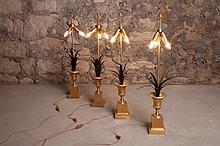 Travail français du XXe siècle dans le goût de la MAISON CHARLES  Suite de quatre lampes    Laiton doré et patiné noir à trois lumières