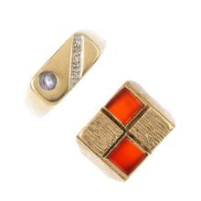 Two 9ct gold signet rings. To include a carnelian ring, together with a cir