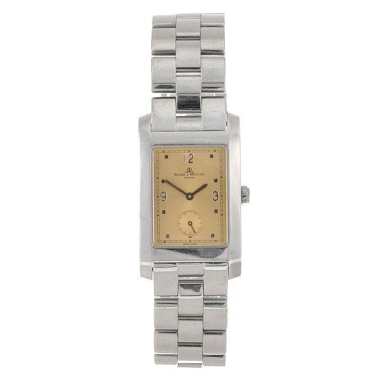 A stainless steel quartz gentleman's Baume & Mercier Hampton bracelet watch.