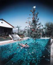 SLIM AARONS - Christmas swim, 1954