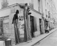 Mario Dondero (1928-2015) - Teatro di strada, Parigi, 1979