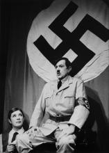 MARIO DONDERO - Nicolas Bataille in uno spettacolo di cabaret a Parigi, 1955