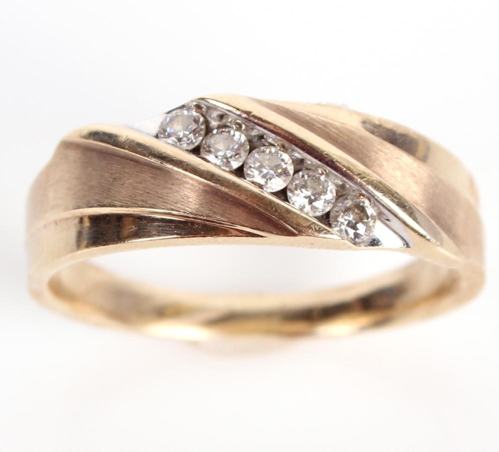 10K YELLOW GOLD & DIAMOND MEN'S RING - 0.25 CTW