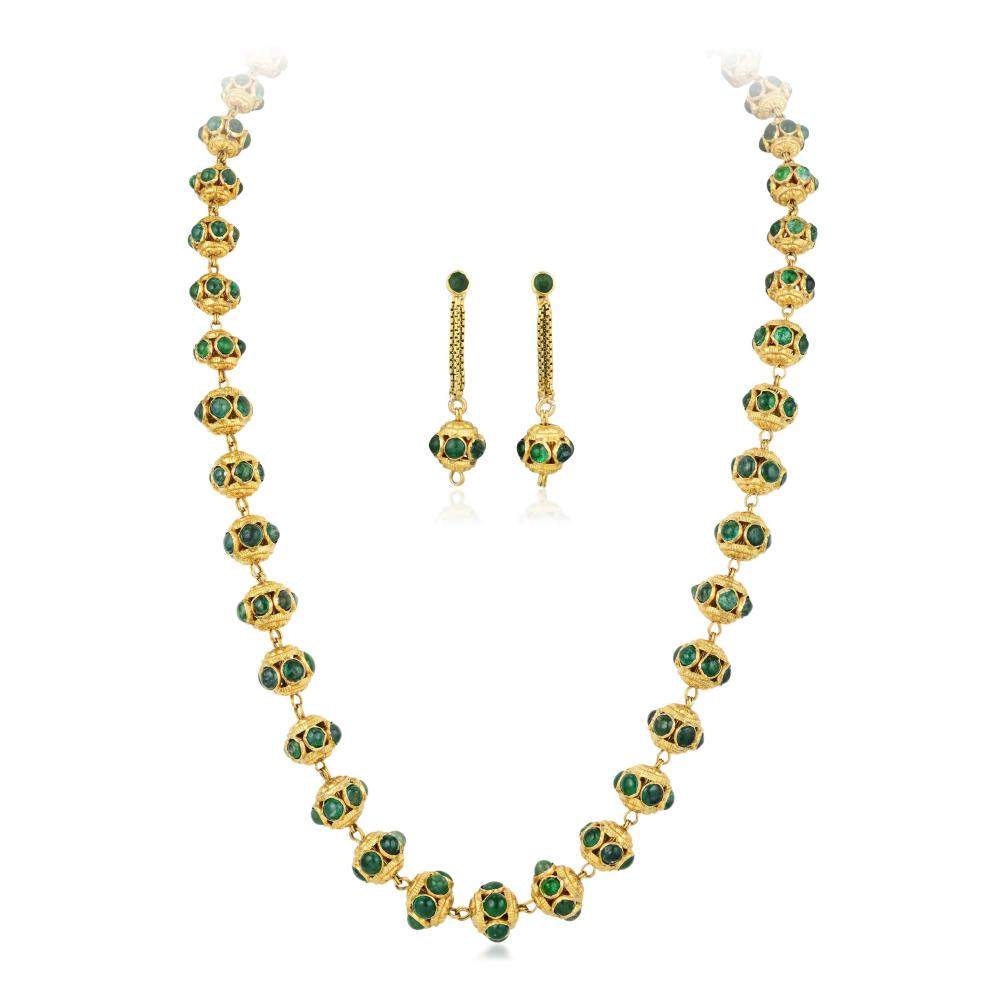 A High Karat Gold Indian Necklace and Earrings Set