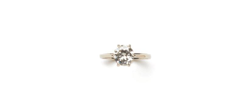 Diamond single-stone 18 ct white gold ring