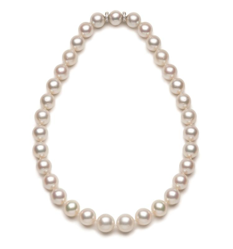 A South Sea cultured pearl and diamond necklace, Peppino Capuano Roma, comprising a strand of 33 South Sea cultured pearls