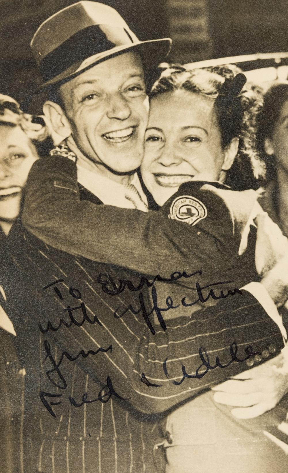 Autograph album.- , Album, 1943.