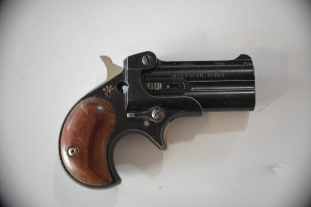 Davis Industries D 32 Derringer Pistol