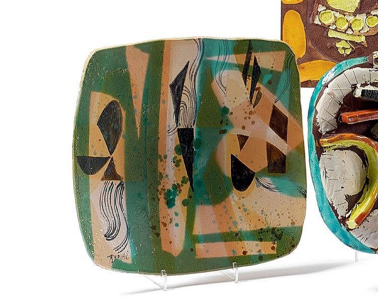 Jean DERVAL (1925-2010) Coupe en céramique de forme carrée à déco