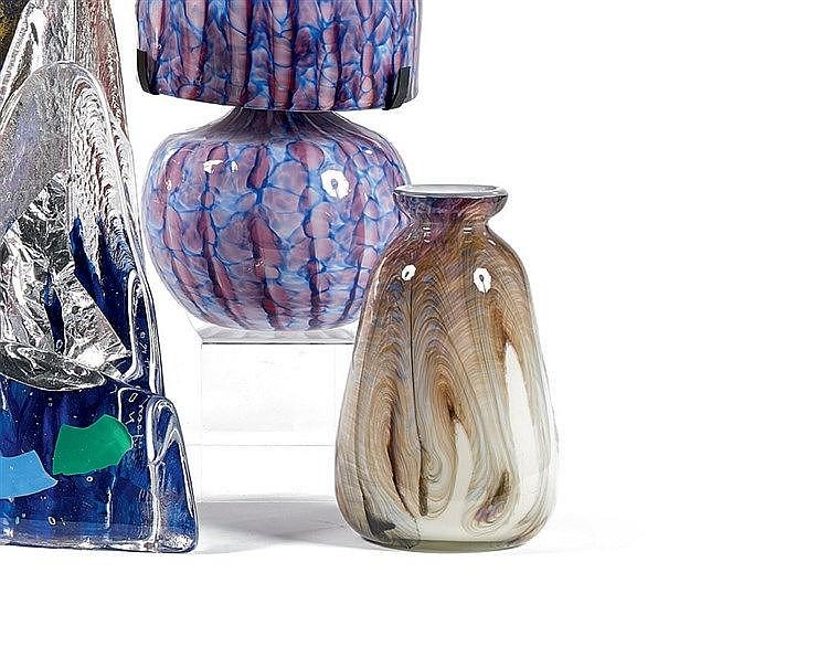 Jean-Claude NOVARRO (1943-2014) Vase en verre aux inclusions iris
